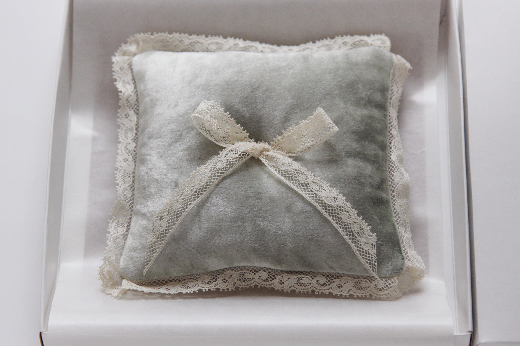 Wedding Ring Pillow Velvet Green Decorated with Lace Bow - Liumy