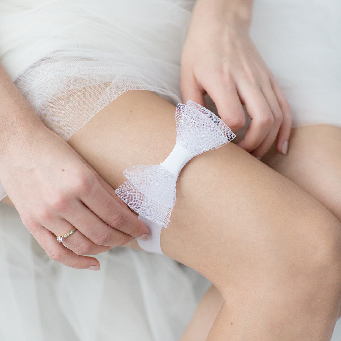 Wedding Garter White Bow Tule by Liumy