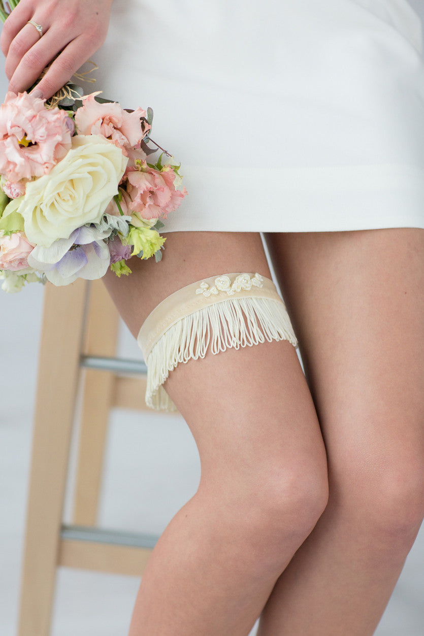 Bridal Garter White Stripes Flower Embroidery by Liumy Design Atelje - Liumy