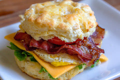 breakfast sandwich with bacon