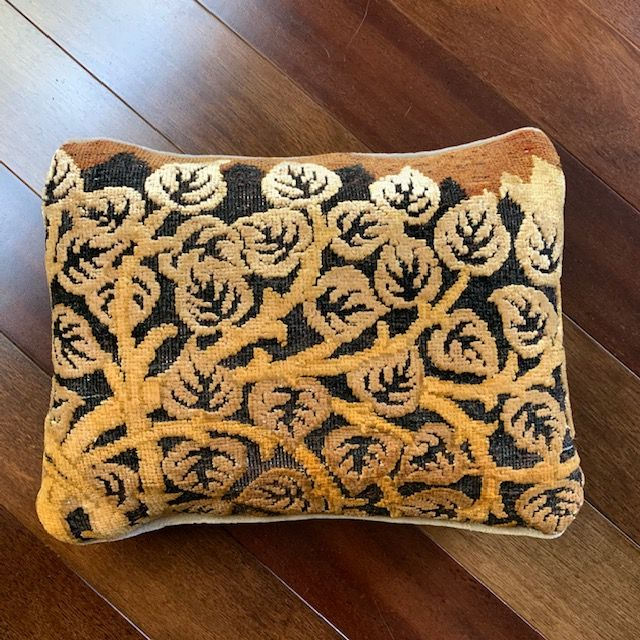 "8138 Art Deco ""Leaves"" Pillow"