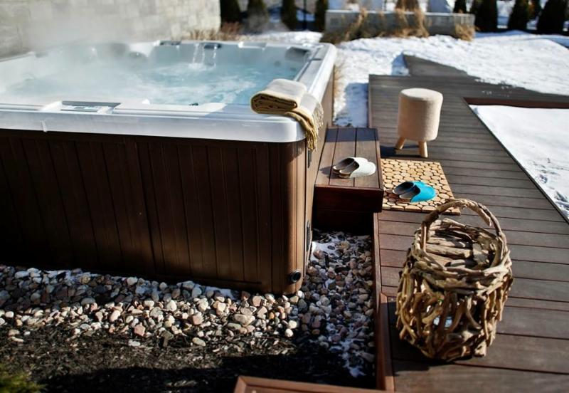 Spas & Hot Tubs
