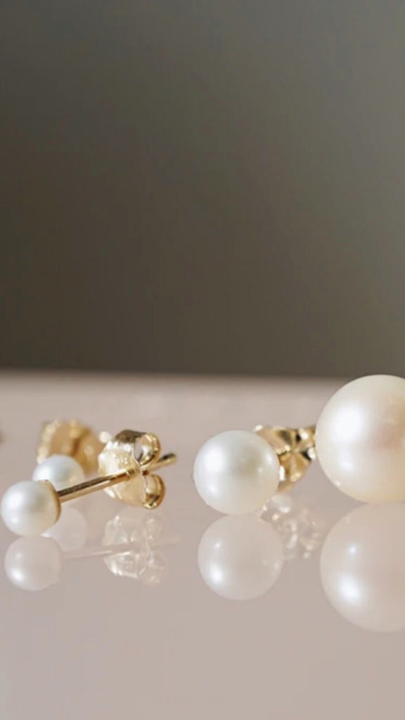 Birthstones of the Month | Pearl, Moonstone, and Alexandrite