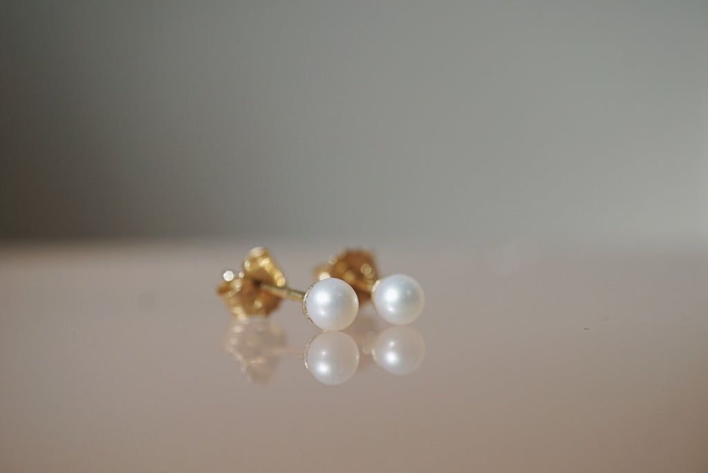 Cream Pearl Studs *online exclusive - Foe & Dear