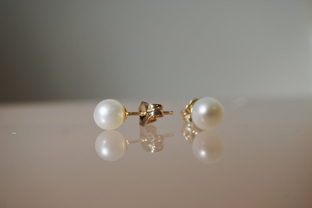 Cream Pearl Studs *online exclusive