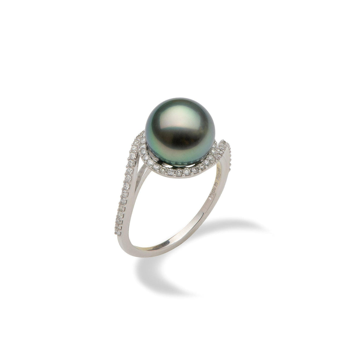 Tahitian black pearl ring in white gold with diamonds