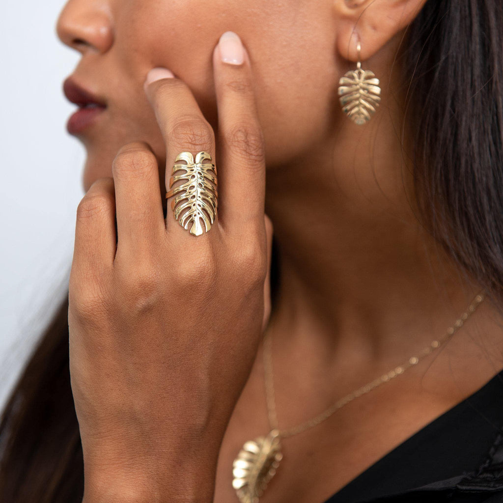 Monstera Jewelry Set in Gold - 011-01691 on Model