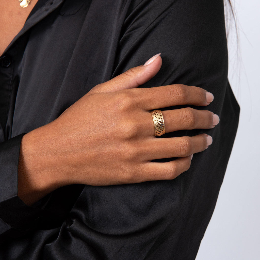 Monstera Border Ring in Gold on Model