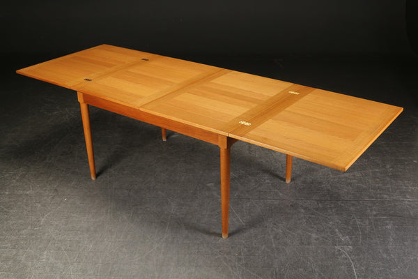 Oak dining table by Skovmand and Andersen. To be restored .