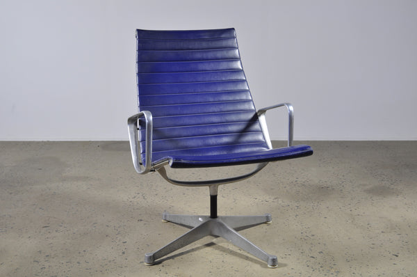 Eames Aluminum group lounge chair in blue - Case 22