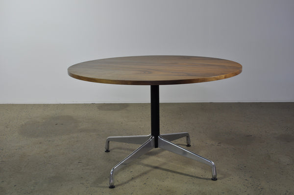 Eames Round American Walnut table - Case 22