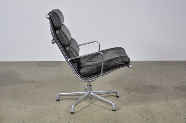 Eames soft pad lounge chair - Case 22