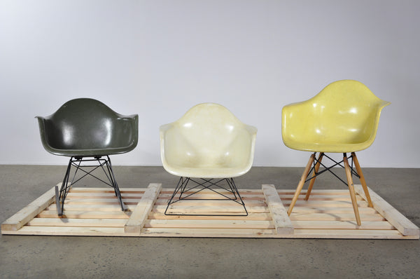 Eames fibreglass shell on rocker base - Case 22