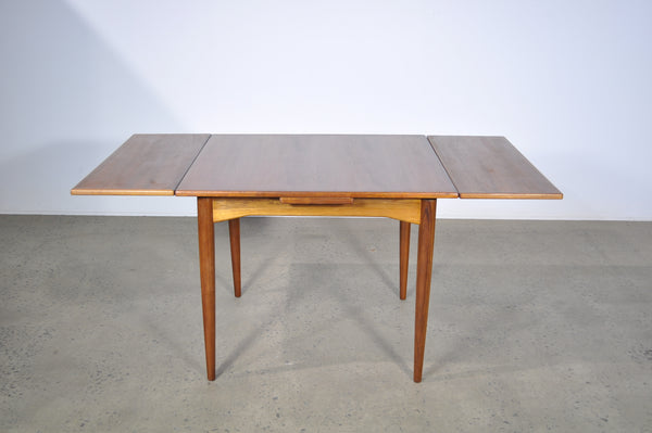 Parker extendable table.
