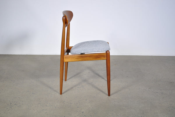 Parker spade back dining chair. Model 107.
