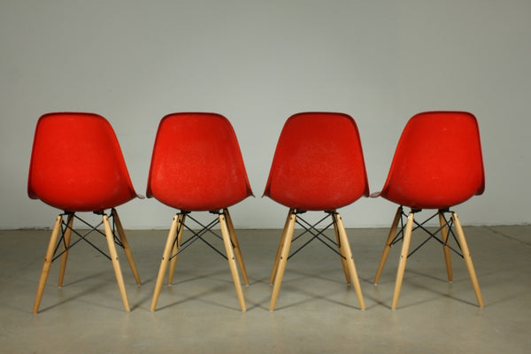 Set of four Eames Fibreglass in Red with wooden legs - Case 22