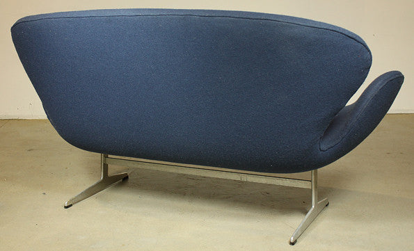 Swan Sofa by Arne Jacobsen (Restoration project)