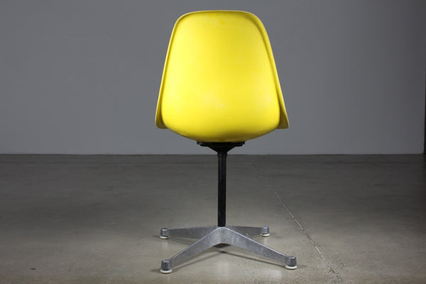 Eames Fibreglass shell on swivel base - Case 22