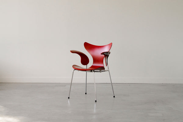 "Arne Jacobsen ""seagull"" chair."