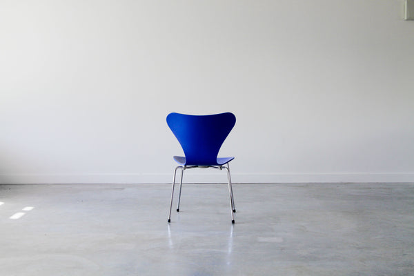 Arne Jacobsen 3107 chairs