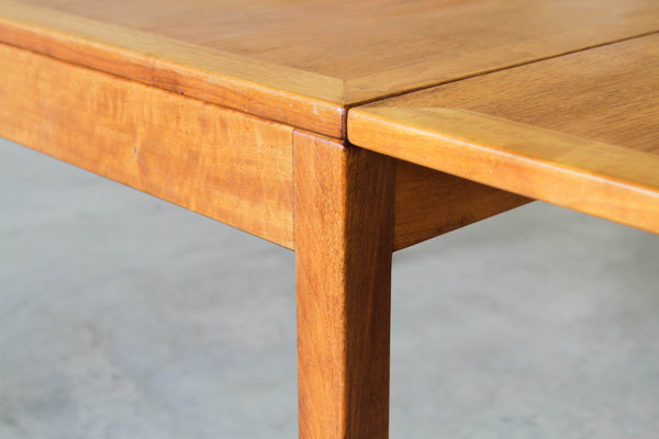 Børge Mogensen extendable coffee table.