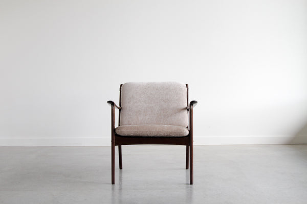 Ole Wanscher lounge chair. Model PJ 112. In Sesame.