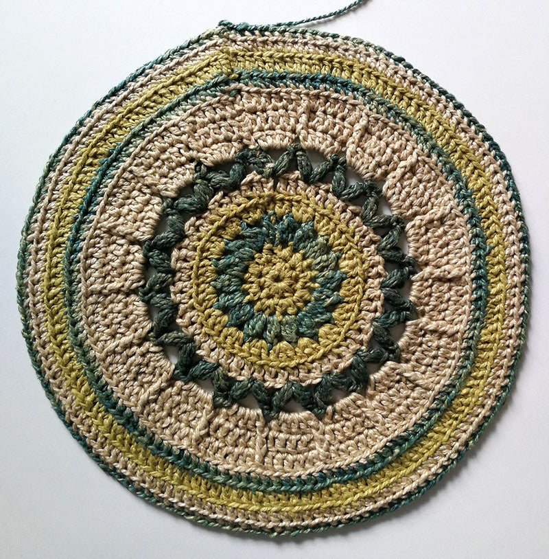 Circle Banjo Bag Crochet Pattern on a white background