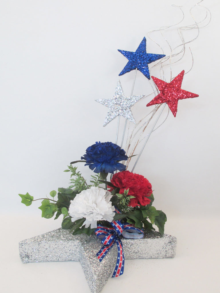 Patriotic stars flowers greenery table centerpiece designs by ginny patriotic stars redwhite blue flowers centerpiece designs by ginny izmirmasajfo