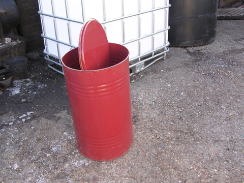 90 LTR METAL DRUM, LEGS and SPIRAL FEEDER