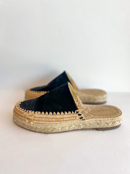 Chanel Black Suede Slide-on Espadrilles Interlocking CC Logo Side of Shoes