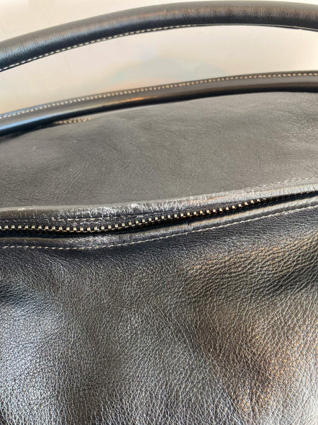 Gucci Black Leather Weekender Bag Top of Bag Zipper Closure
