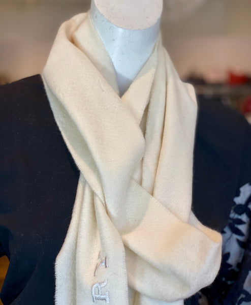 detail of burberry cream scarf