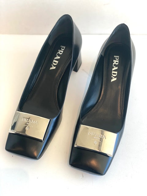 Prada logo Plaque Square-Toe Pumps