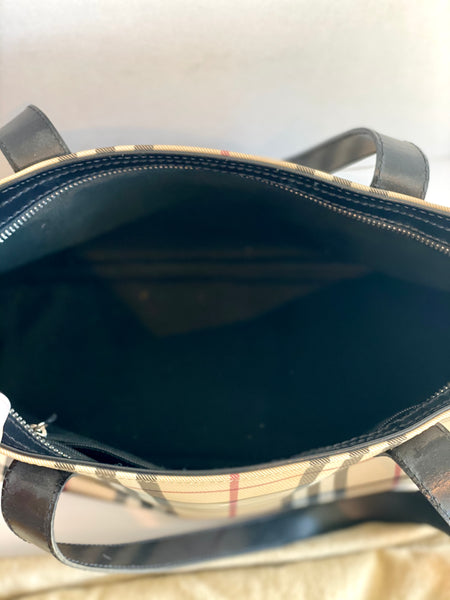 inside burberry shoulder bag