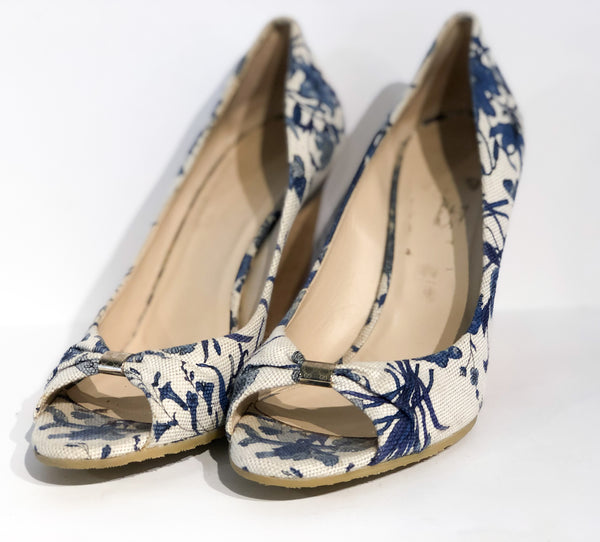 Gucci Floral Wedges Blue and White Front of Shoes