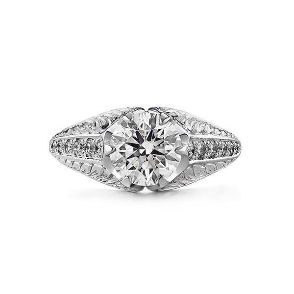 Round diamond engraved ring in 18k white gold