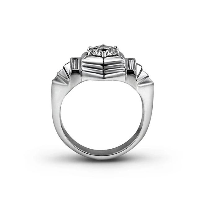 Round and baguette diamond ring in Platinum
