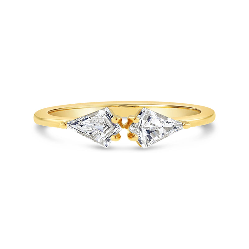 kite shape diamond ring in 18k yellow gold
