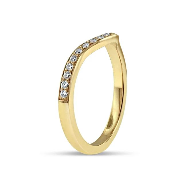 PAVÉ DIAMOND BAND IN 18K YELLOW GOLD