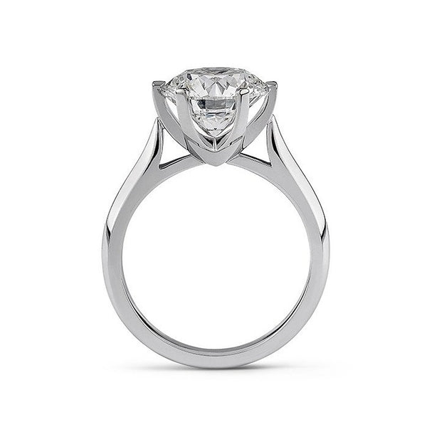 Round diamond solitaire ring in 18k white gold
