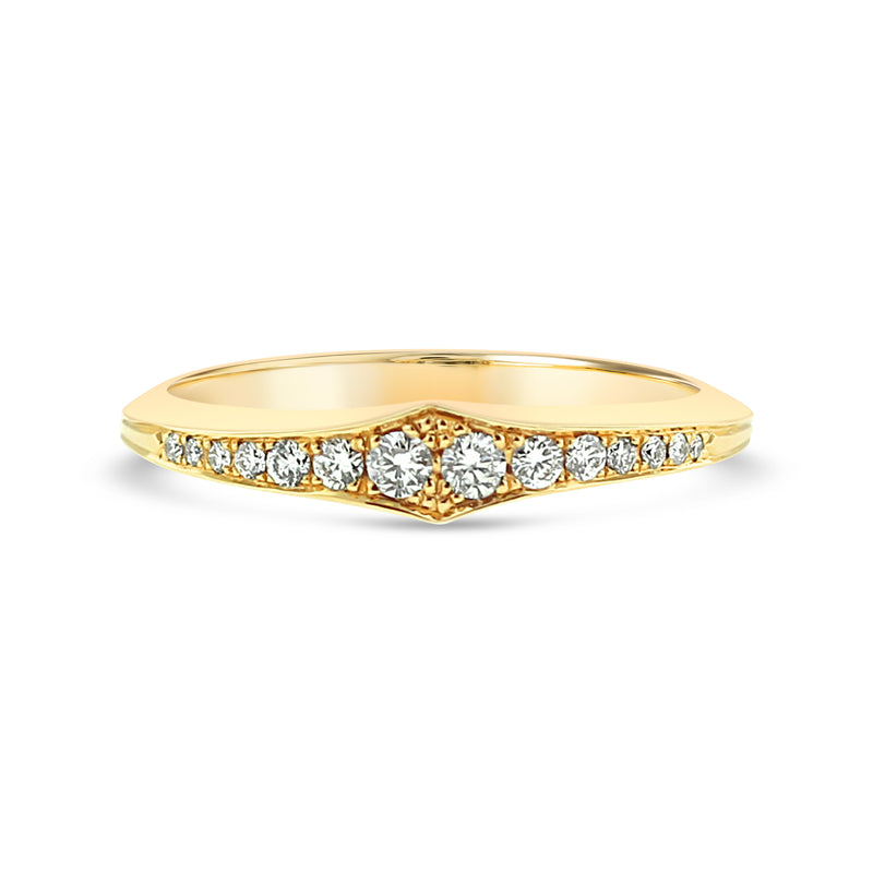 Round diamond wedding ring in 18k yellow gold