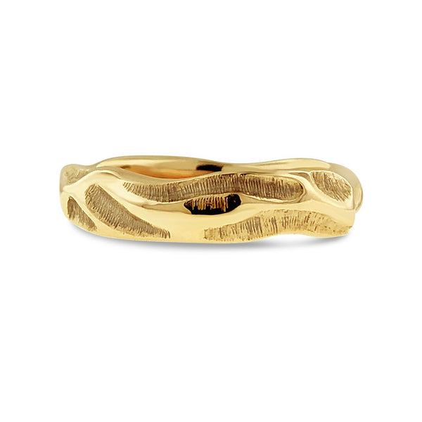 ORGANIC CARVED BAND IN 18K YELLOW GOLD