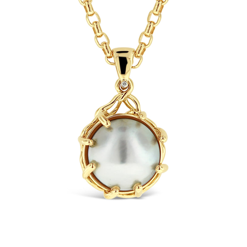 Mabe pearl and diamond pendant in 18k yellow gold