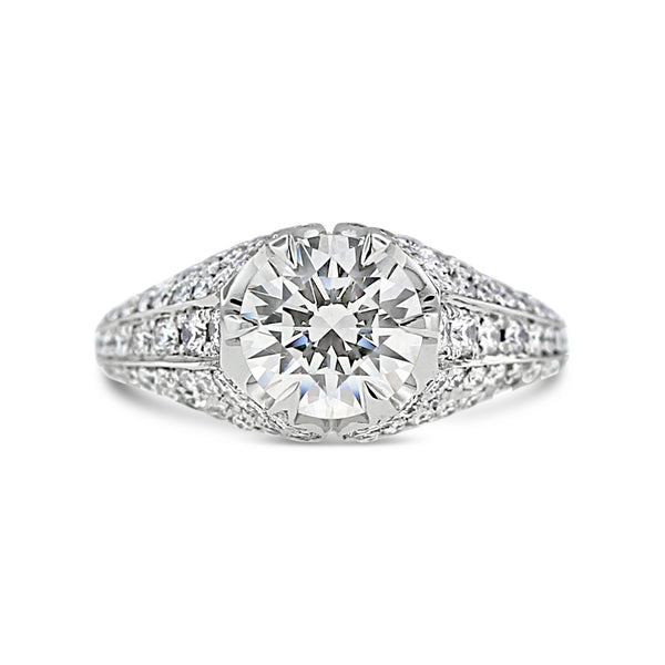 Round diamond pavé ring in 18k white gold