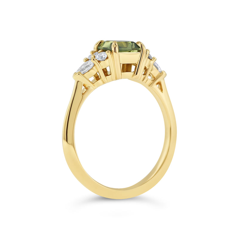 Sapphire and diamond ring in 18k yellow gold