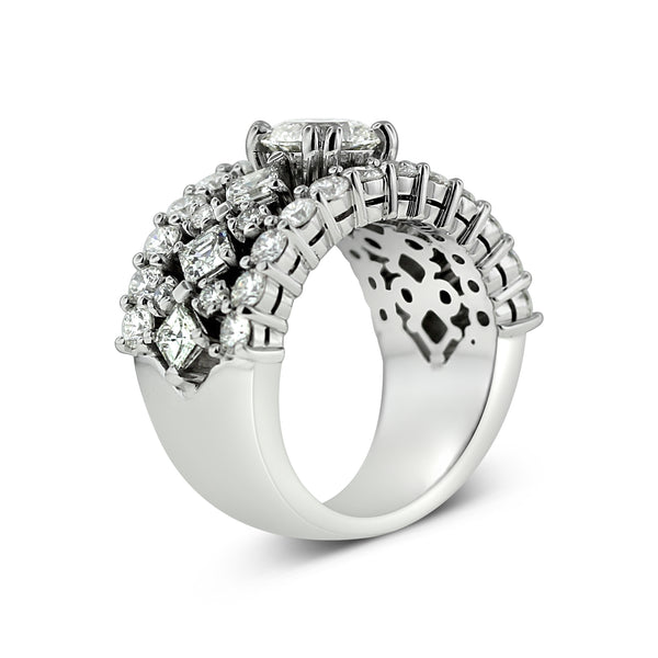 Carré and round diamond ring in 18k white gold