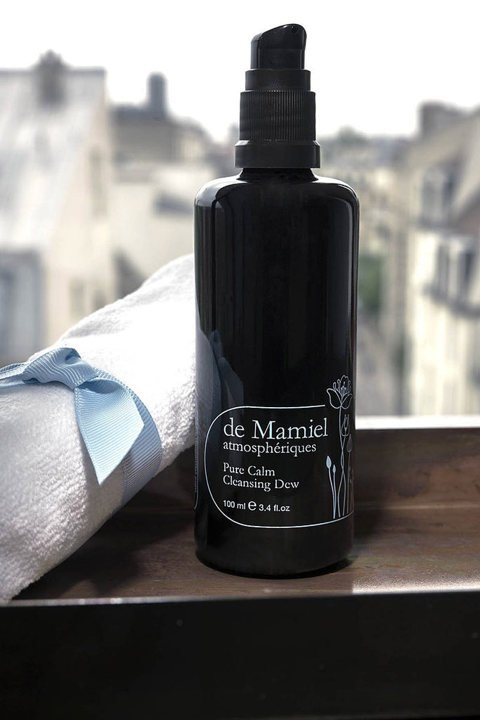 de Mamiel Pure Calm Cleansing Dew lifestyle shot