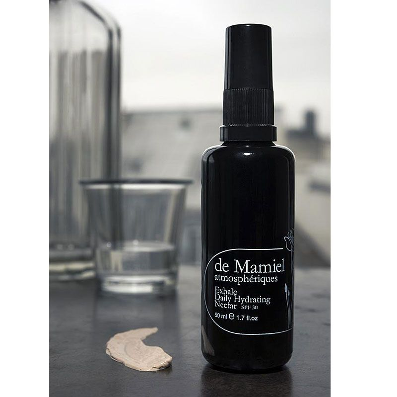 de Mamiel Exhale Daily Hydrating Nectar next to a clear glass