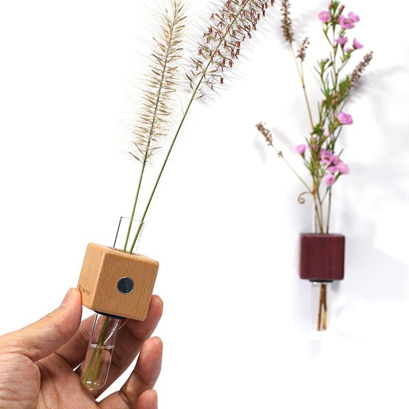 Funnyfish Smart Tube Vase Combo showing back of light cube with magnet placement