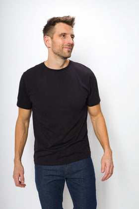 Tourist Unbranded | Men's Logo-less Pocket-less Tee